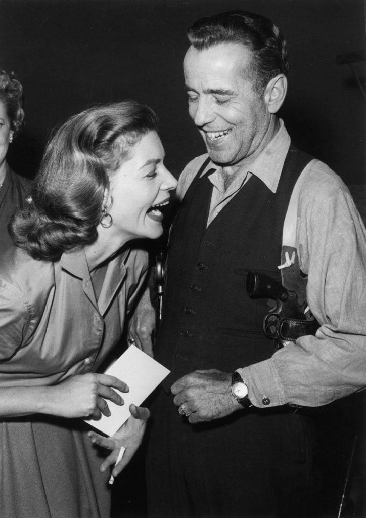 Risas entre Lauren Bacall y Humphrey Bogart