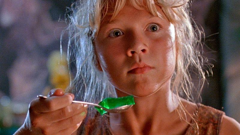 gelatina verde parque jurasico niña