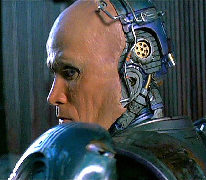 Robocop son casco